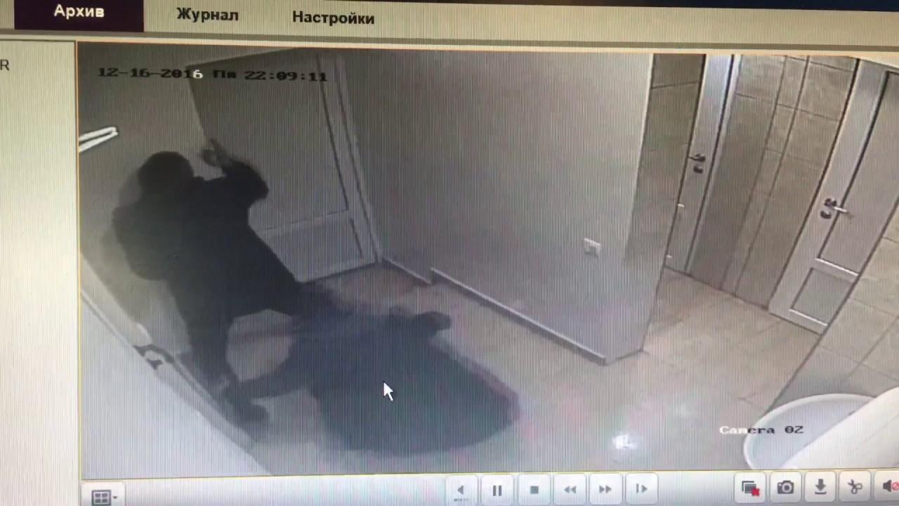 Скрытые камеры следили за крошкой в раздевалке солярия