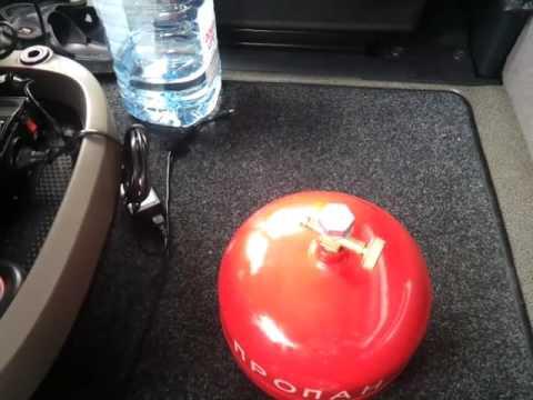 Хранение газового балона в машине.