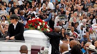 США. Похороны убитого полицейскими Филандо Кастиле прошли в Миннаполисе(, 2016-07-15T10:13:24.000Z)