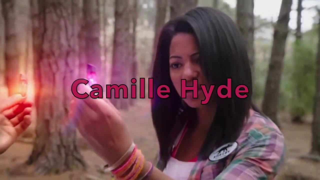 camille hyde nackt