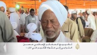 آلاف السودانيين يشاركون في تشييع الترابي