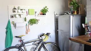 Visite d'un petit appartement urbain, malin et stylé