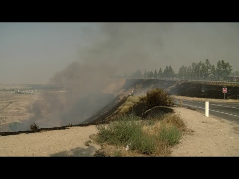 Watch Live: Grass fire on the Panorama Bluffs near Bakersfield College