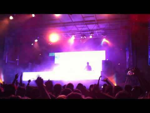 Tiga @ Hard Summer Music Festival 2010 'Sound of Stereo - Helium' HD