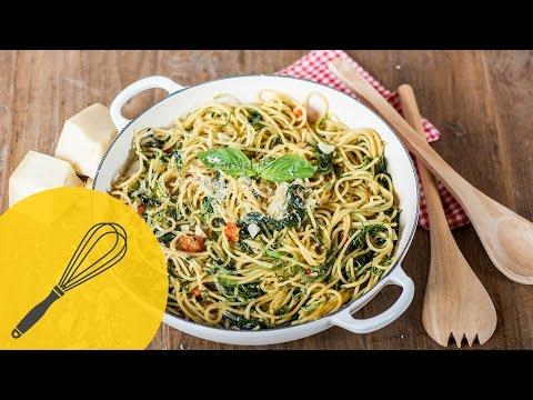 one-pot-pasta- -spaghetti-mit-tomaten-und-spinat- -einfach,-schnell-und-lecker