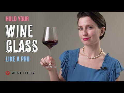 How-To-Hold-A-Wine-Glass-Like-a-Pro