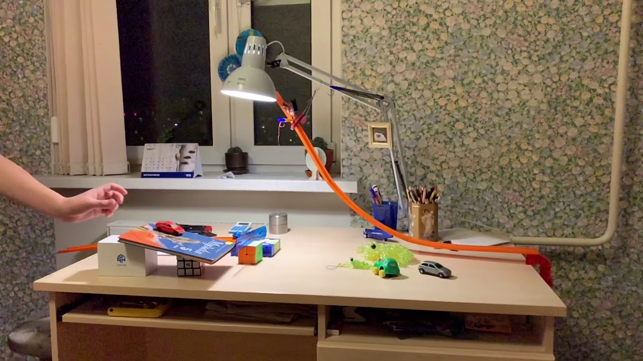 Chain reaction with falling toy cars