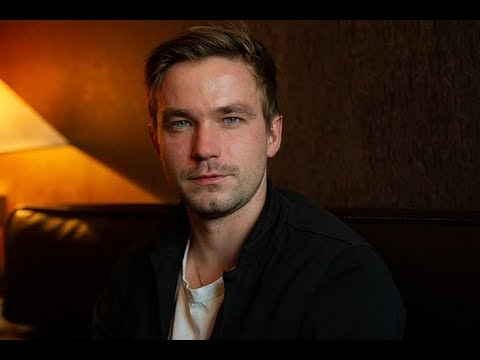 «Нашел красотку помоложе»: Александр Петров расстался с Ириной Старшенбаум