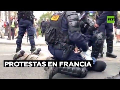 Protestas masivas contra el pasaporte sanitario terminan en disturbios en Francia
