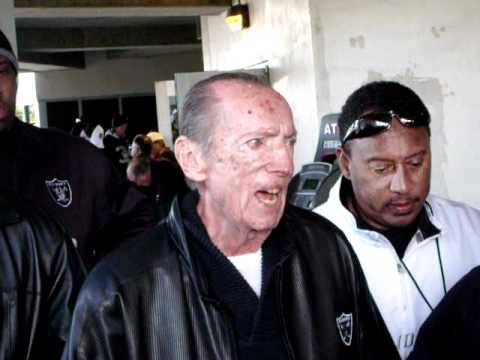 Al Davis speaks to The Raider Nation!