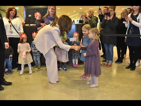 Helsinki's children shy royal meeting – Crown Princess Mary soothed a crying 4-year-old girl