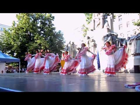 Dejame Ser Gyermek Táncegyüttes  Bogotá, Kolumbia  2013. Duna karnevál 83