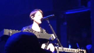 Tegan and Sara - Band introductions - Pathway to a vagina BANTER - Columbia, MO - 6 may 2014 (10/13)