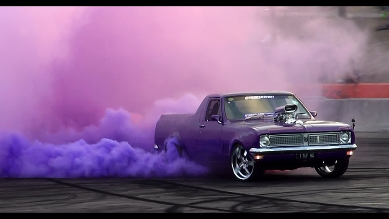 1tufhg Coloured Smoke Burnout At Cruise 4 Charity 10 Queensland