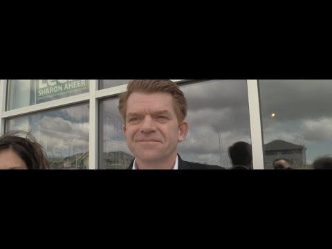 Why is Alberta Wildrose Party leader Brian Jean living in a tent?