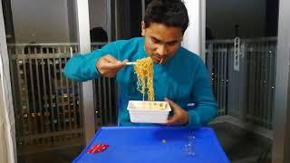 インド人がもっともっと激辛MAXペヤングを食べると