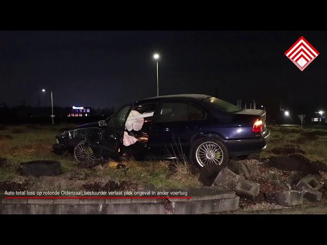 Auto total loss op rotonde Oldenzaal; bestuurder verlaat plek ongeval in ander voertuig