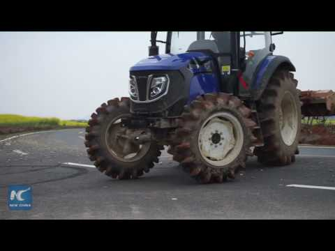 Drifting with a tractor! Chinese farmer shows stunning skills