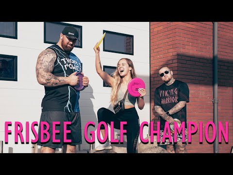Hafthor Bjornsson plays frisbee golf with his wife and friends!