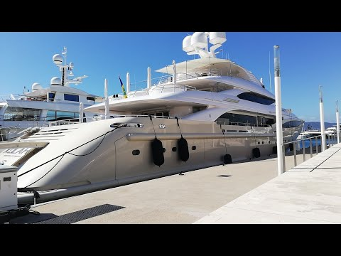 Marina de Cannes Côte d'Azur France  / Luxury Yachts A The Port Of Cannes France