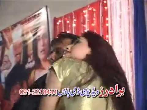 jahangir khan vs keran khan hot dance in Live Pashto Show 2014 thumbnail