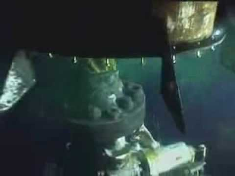 BP Oil Spill - Ent. ROV2 guides cap back onto riser stub (long version)