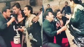 Shah Rukh Khan And Salman Khan Romancing With Sonam Kapoor's Mom Sunita Kapoor At Wedding Reception