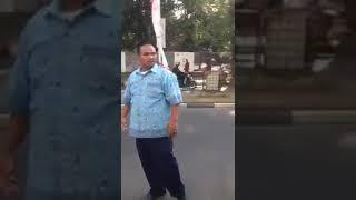 VIRAL.! Orang indonesia vs bule