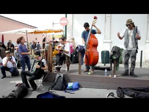 Feira da Ladra. Lisbon Street Music.