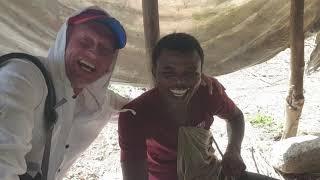 Домик рыбаков у дороги Пляж Чвака Занзибар в ноябре