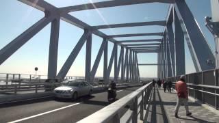 東京ゲートブリッジ開通初日の2012年2月12日に東京ゲートブリッジの歩道...