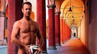 Rocco Siffredi posa nudo a Bologna - video