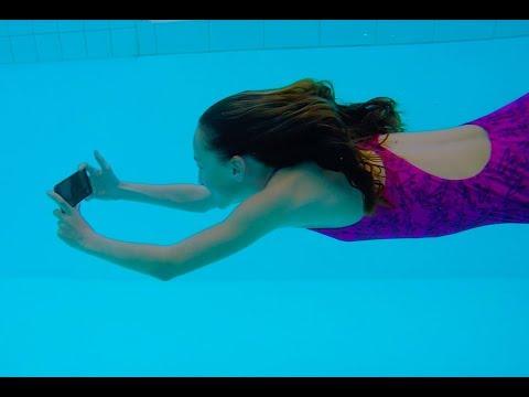 Testing Iphone X underwater by Carla Underwater