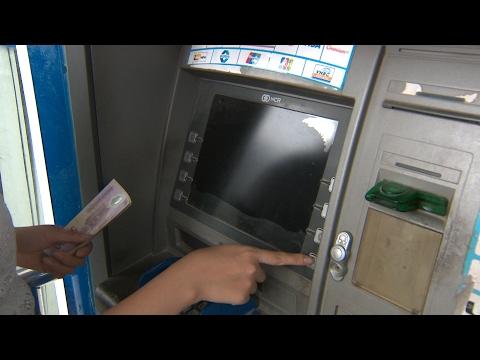 (VTC14)_Hà Nội: Mất 21 triệu vì quên thẻ trong cây ATM sau khi rút tiền