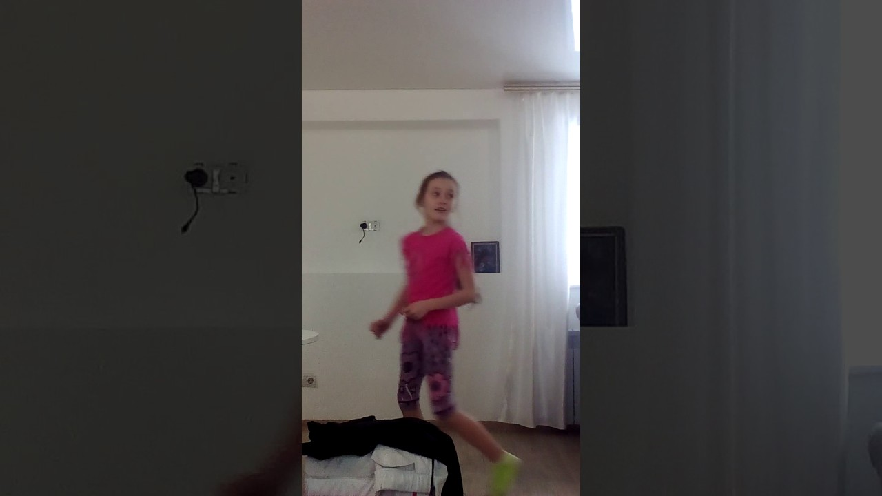 Юбку покороче песня клип