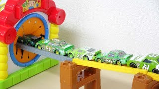 Disney Cars Drive into the House Tomica System Slide ディズニーカーズトミカシステムのすべり台から手探りボックスへすぽすぽ