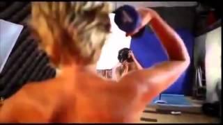 Эротичная поклонница тяжелой атлетики Прикольная эротика
