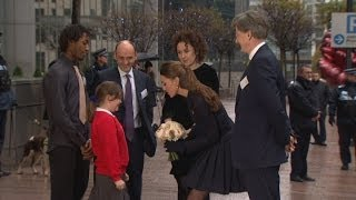 Kate's skirt blows up in wind