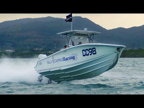 Racing Nor-Tech 390 Sport Center Console in Actual Offshore Race -