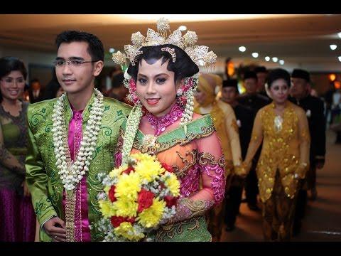Raddin Wedding Rias Pengantin Surabaya melayani konsep Rias pengantin Tradisional, rias Pengantin Muslim dan rias pengantin Modern.