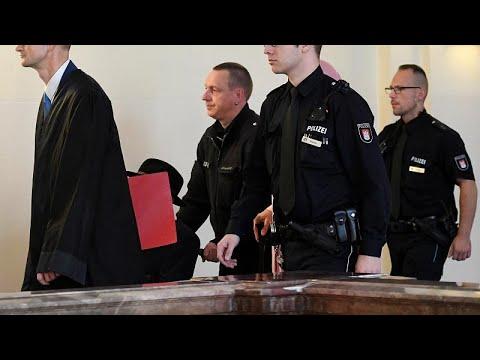 شاهد: محاكمة نازي يبلغ من العمر 93 عاما متهم بقتل 5280 في الحرب العالمية…  - نشر قبل 19 دقيقة