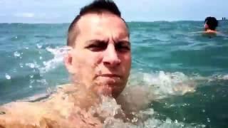 видео Телефон попал в соленую воду ( море ) что делать , как спасти# HelpDroid