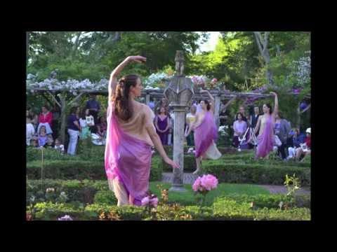 Photo Highlights: Lori Belilove & The Isadora Duncan Dance Company performs at Old Westbury Gardens