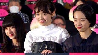 女優の飯豊まりえが1日、新宿バルト9で行われた映画『暗黒女子』初日舞...