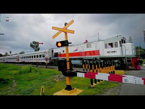 Palang Pintu Perlintasan Kereta Api Talun