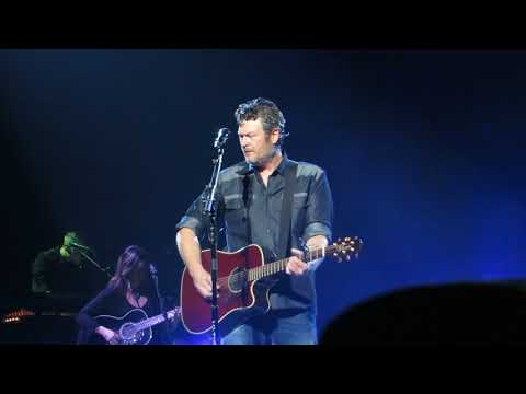 "Blake Shelton ""I Lived It"" Live @ Wells Fargo Center"
