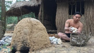 Primitive Technology: Catch And Cook banded bullfrog