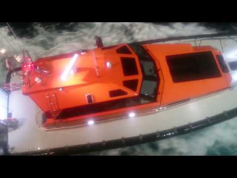 Port Phillip Sea Pilots boarding Pacific Eden. Video by... Phil Grossi 2017