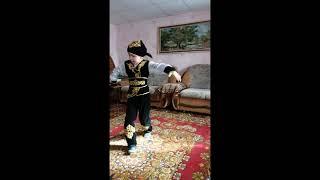 Народный танец - Кара Жорга. Танцует Даниал