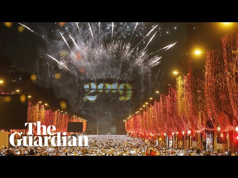 Arc de Triomphe lights up for new year in Paris